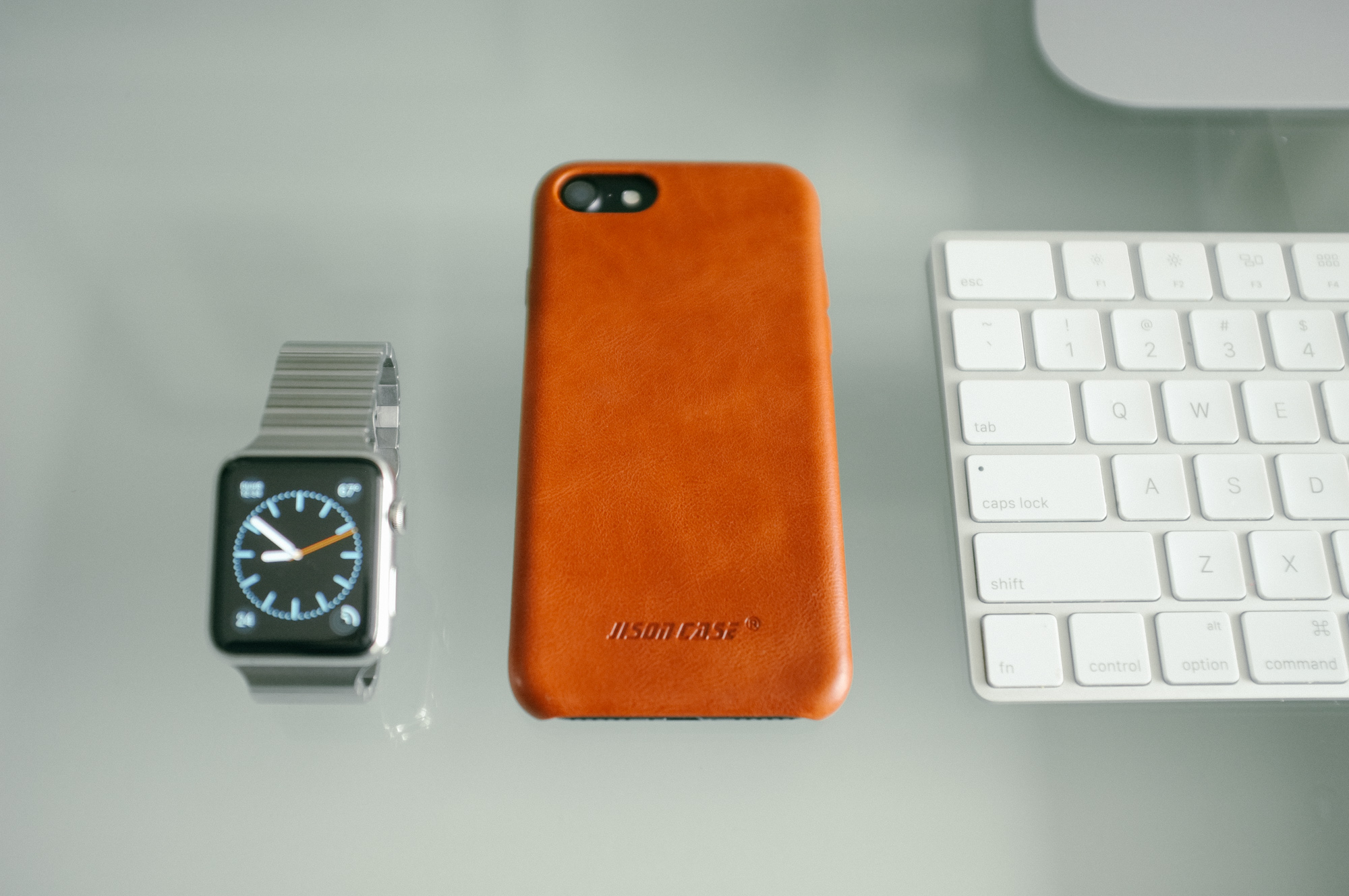 This iPhone 7 Leather Case Looks Like Apple's But Costs Way Less